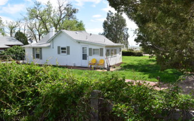 Classic Foothills Ranch – Quaint & Country!